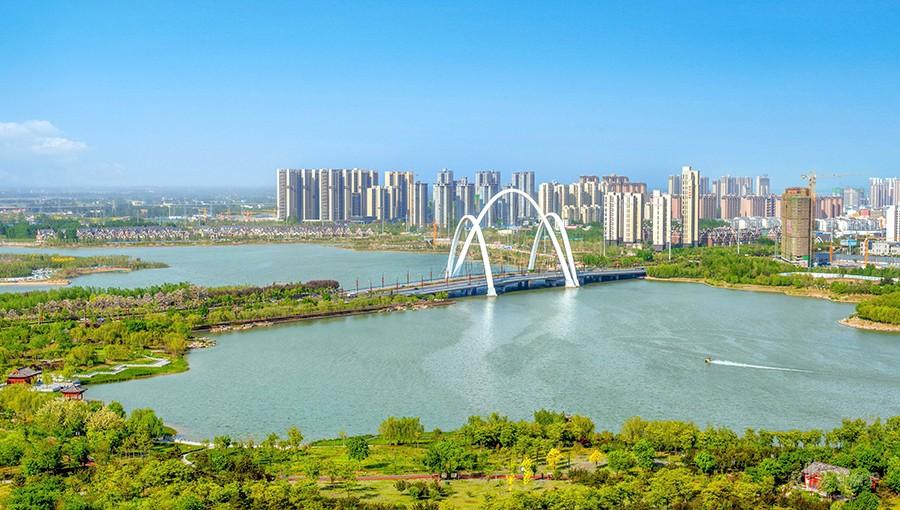《汴西湖畔枫华韵》于惠林  摄
